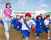 Linking Up with a Sash. Support Activities of Shiseido Running Club